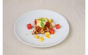 CROFFLEW/ FRESH FRUITS & PASSION FRUIT SAUCE